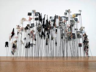 Annette Messager, les Piques, 1992-1993