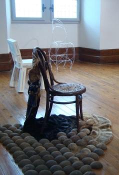 Chaise assiégée the Furry Flying Chair 2014 Chantal RAGUET (3)