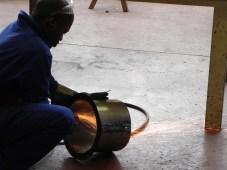 création des gargouilles avec les élèves chaudronniers , l'artiste et le professeur (11)