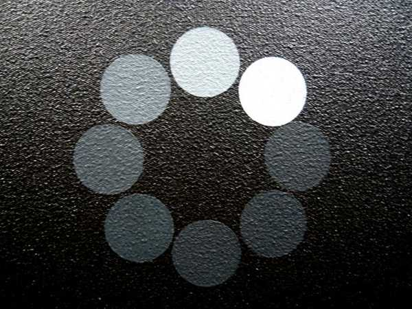 """""""Loading"""", Hugo Pernet, 2008, acrylique sur toile; Courtesy galerie Triple V, Dijon; photo: Aude Launay sur le site internet de ZOOGalerie. Décomposition du logo de recherche sur un ordinateur..."""