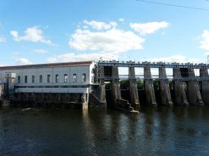 Barrage et usine hydrolélectrique d'EDF à Tuilières ; Photo