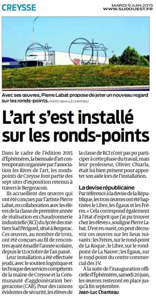 Journal Sud Ouest : Installation oeuvres Pierre Labat à Creysse pour la Biennale Ephémères #5