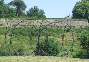 2015 oeuvres de Pierre LABAT Le libre, Les égaux, Les frères sur les 3 ronds points à CREYSSE (3)