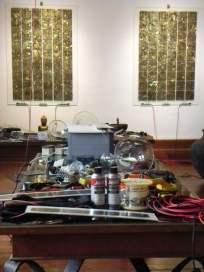 """Atelier d'artiste... """"Studiolo"""", Erik SAMAKH, 2015 ; expo de fin de """"Résidence de l'Art en Dordogne""""-Biennale EpHémères #5 ; château de Monbazillac ; photo ©Les Rives de l'Art."""
