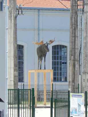 """""""les Hôtes du Logis"""", Victoria Klotz, 2015, Biennale EpHémères #5 ; barrage EDF de Tuilières ; photo ©Rives de l'Art"""