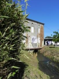 """2015 vernissage au moulin de la Guillou, à Lalinde, de """"Corridor"""", oeuvre de Jean-Luc BICHAUD (2)"""