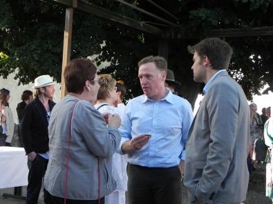 Brigitte Allain, députée de la Dordogne, M. Lascaux, directeur du site EDF de Tuilières et M. Gandreau, responsable sécurité au Barrage de Tulières;