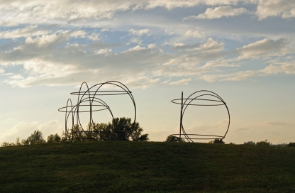 """"""" Les Egaux"""" de Pierre LABAT au Rond-point du Lizier à Creysse"""