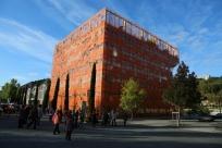 ... reconverti par Z ARCHITECTURE William Vassal avec salles d'expositions, bureaux et bar
