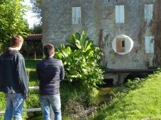 les élèves des classes 1RCI et TRCI du lycée des Métiers de Bergerac font la découverte de l'oeuvre de Jean-Luc BICHAUD à Lalinde