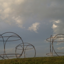 """""""Les Egaux"""", Pierre LABAT ; rond-point du Lizier, Creysse ; Biennale EPHEMERES 2015"""