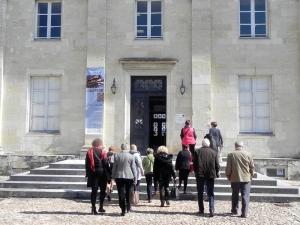 2015 groupe d'adhérents lors la visite de l'exposition KARAVAN de Chantal RAGUET à l'Agence Culturelle de Périgueux