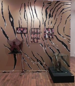 """TIGER WALL"", Chantal RAGUET ; exposition KARAVAn, Espace culturel François Mitterrand, Périgueux 2016"