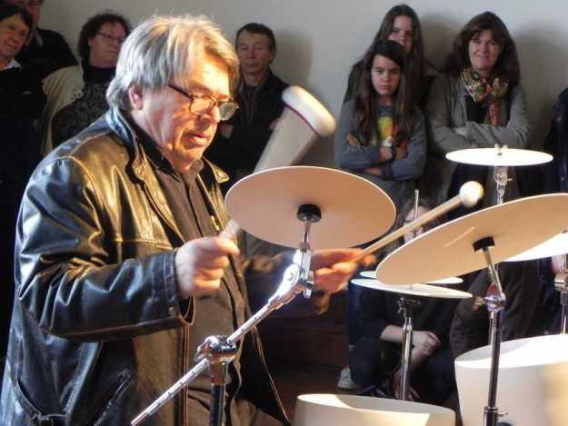 """2016 2 avril Bernard LUBAT joue de la """"batterie fragile"""" d'Yves CHAUDOUËT ; vernissage exposition Yves CHAUDOUET, château de Monbazillac,"""
