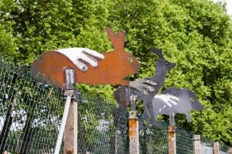 animaux de la région faits par les lycéens du Lycée des Métiers Sud Périgord, avec la main, symbole de la Préhistoire cher à Jean-François Noble