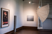 """de G à D : Daniel Firman, série de 3 photographies ; autoportrait de Gilles Mahé en lampadaire ; Jean Bonichon, """"Hors-limites""""; « Expériences de vol » de Kristina Depaulis"""