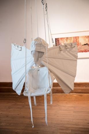 « Expériences de vol » de Kristina Depaulis ; « The Big Sleep », Christoph Rütiman à l'arrière