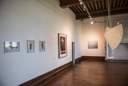 """3 tirages couleurs, Daniel Firman ; autoportrait Gilles Mahé ; """"Hors Limites"""", Jean Bonichon ;"""
